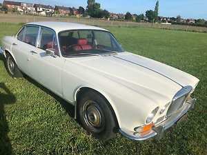 1972 Daimler XJ6 4.2 Auto Series One White,Red Leather £6995