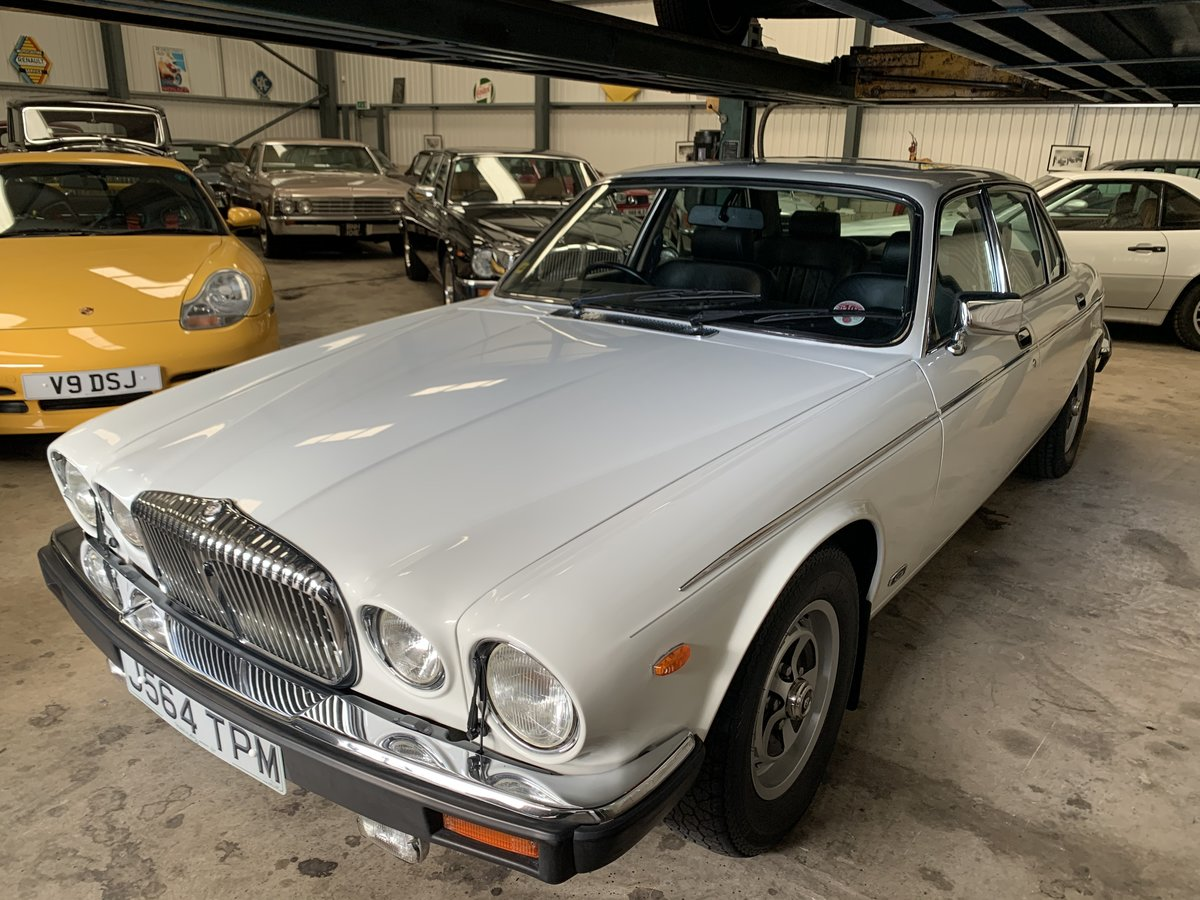 1992 DAIMLER DOUBLE SIX  For Sale (picture 1 of 6)
