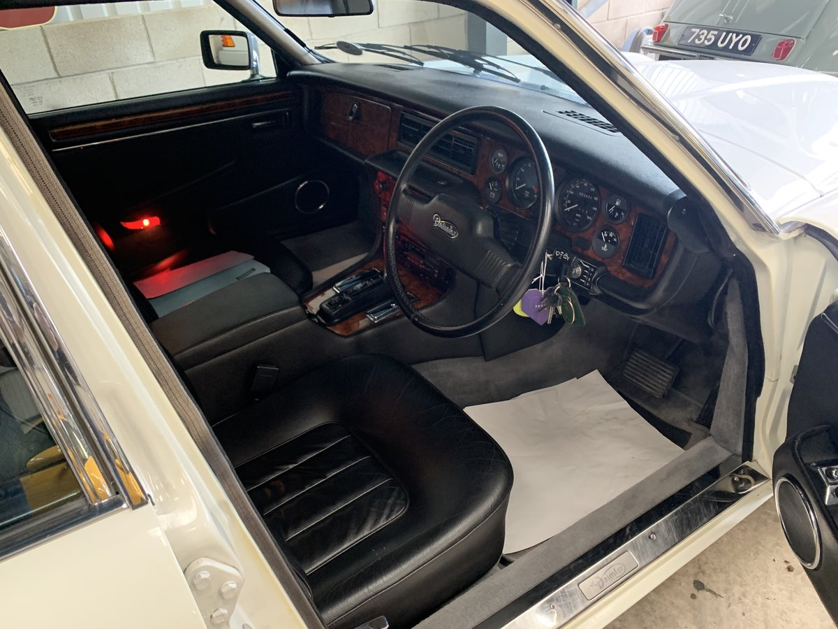1992 DAIMLER DOUBLE SIX  For Sale (picture 5 of 6)