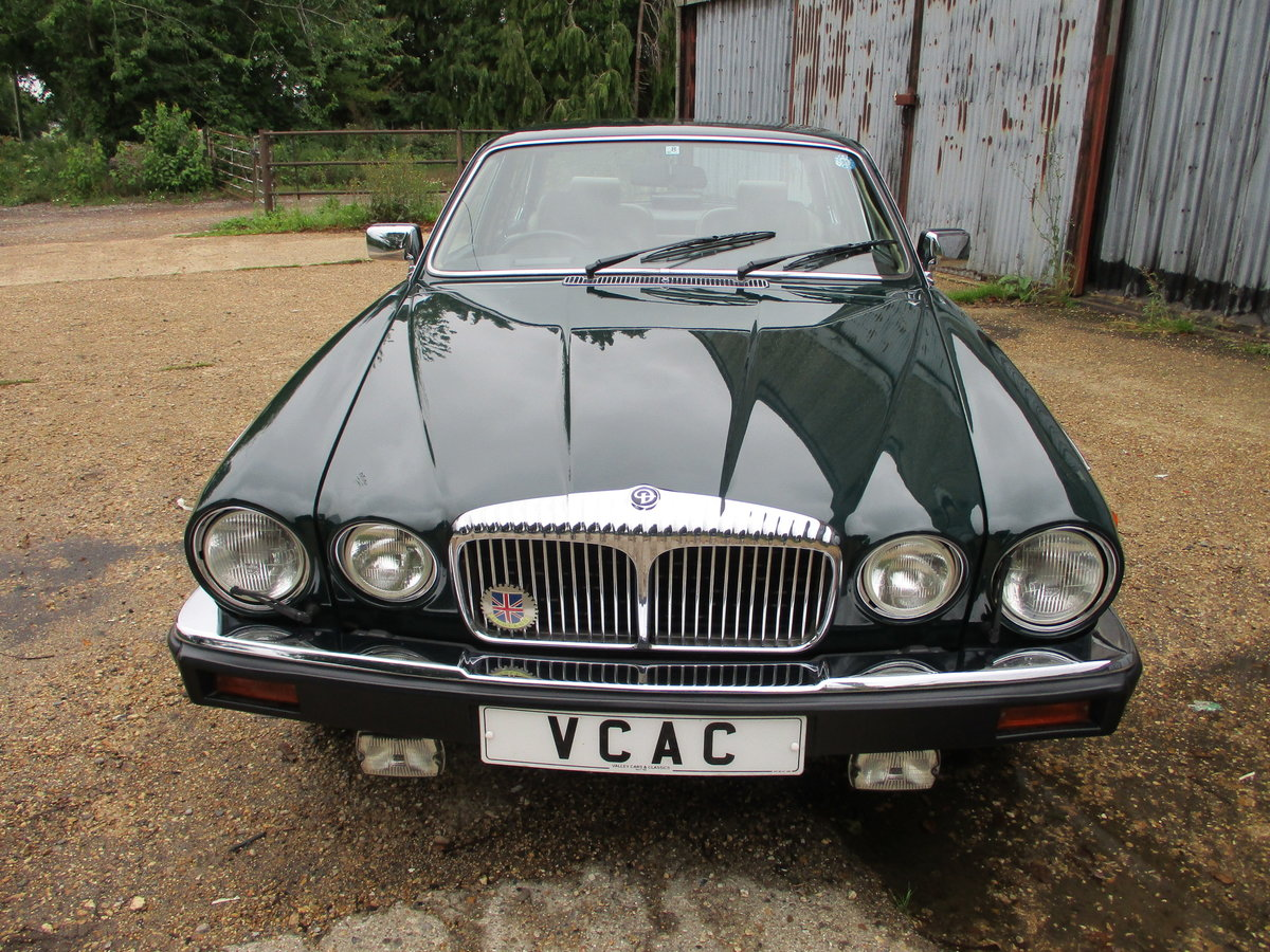 1991 Daimler Double Six in BRG SOLD (picture 3 of 6)