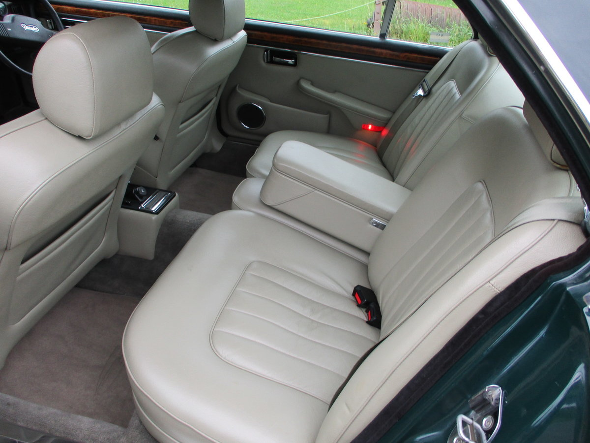 1991 Daimler Double Six in BRG SOLD (picture 5 of 6)