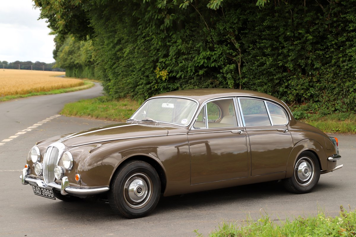 Daimler V8 250 Auto, 1969. Superb example in Bronze. For Sale (picture 1 of 6)