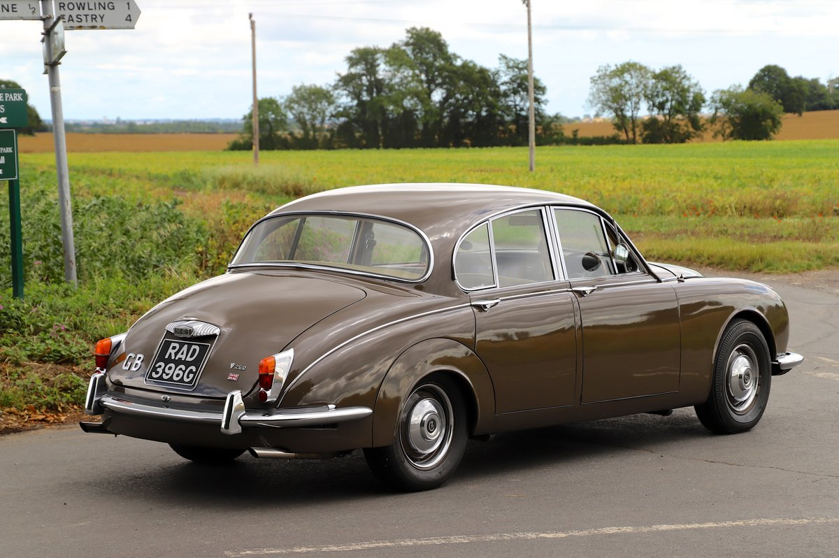Daimler V8 250 Auto, 1969. Superb example in Bronze. For Sale (picture 2 of 6)