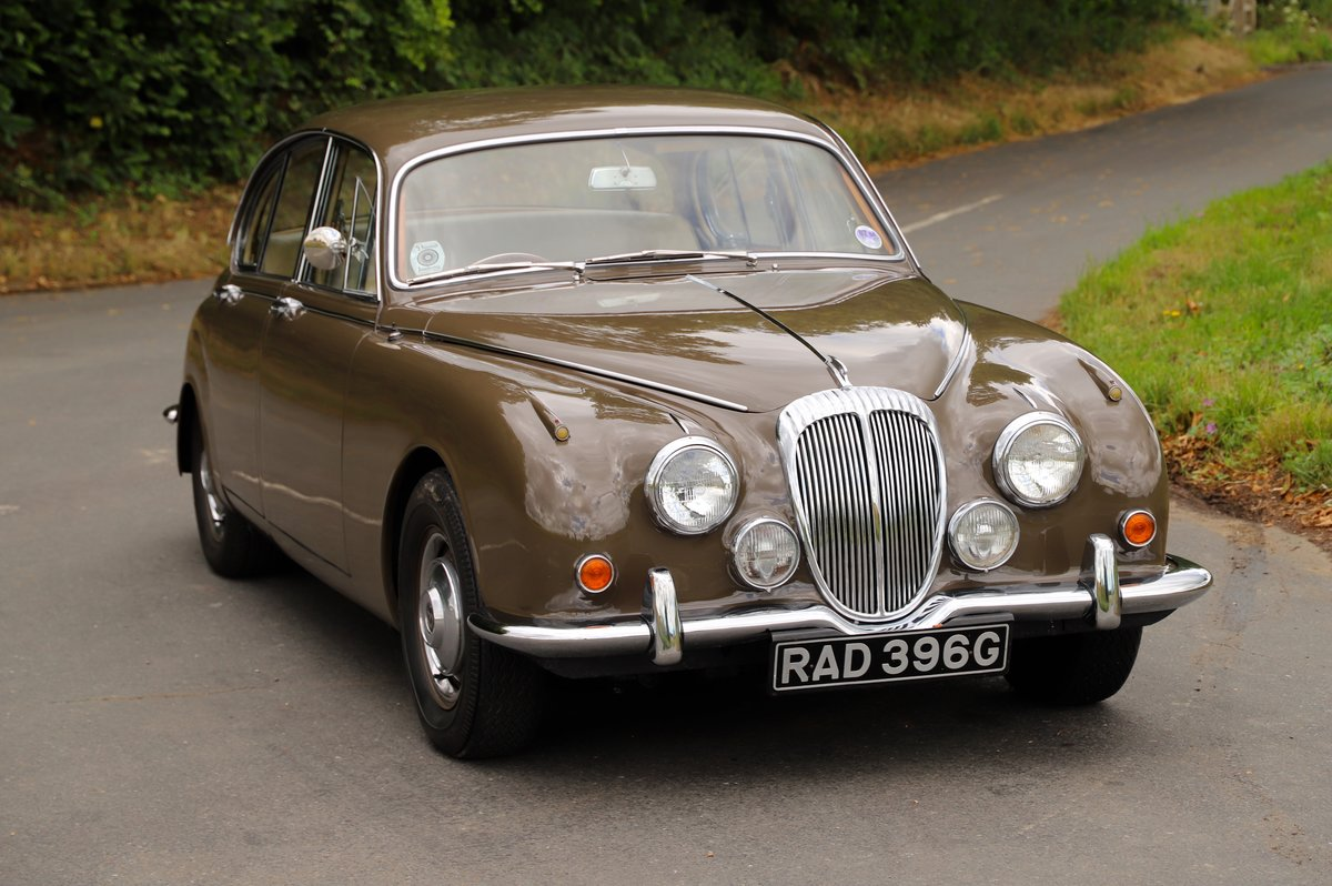 Daimler V8 250 Auto, 1969. Superb example in Bronze. For Sale (picture 3 of 6)
