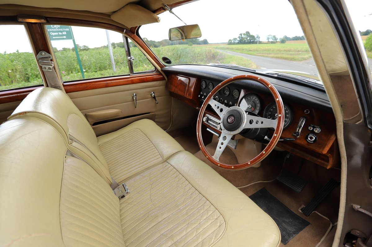 Daimler V8 250 Auto, 1969. Superb example in Bronze. For Sale (picture 4 of 6)