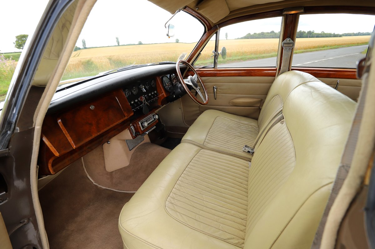 Daimler V8 250 Auto, 1969. Superb example in Bronze. For Sale (picture 6 of 6)
