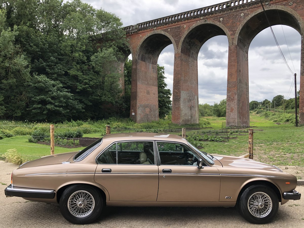 1990 Daimler Double Six 5.3 V12 | 28,000 Miles | Exceptional |  For Sale (picture 3 of 6)