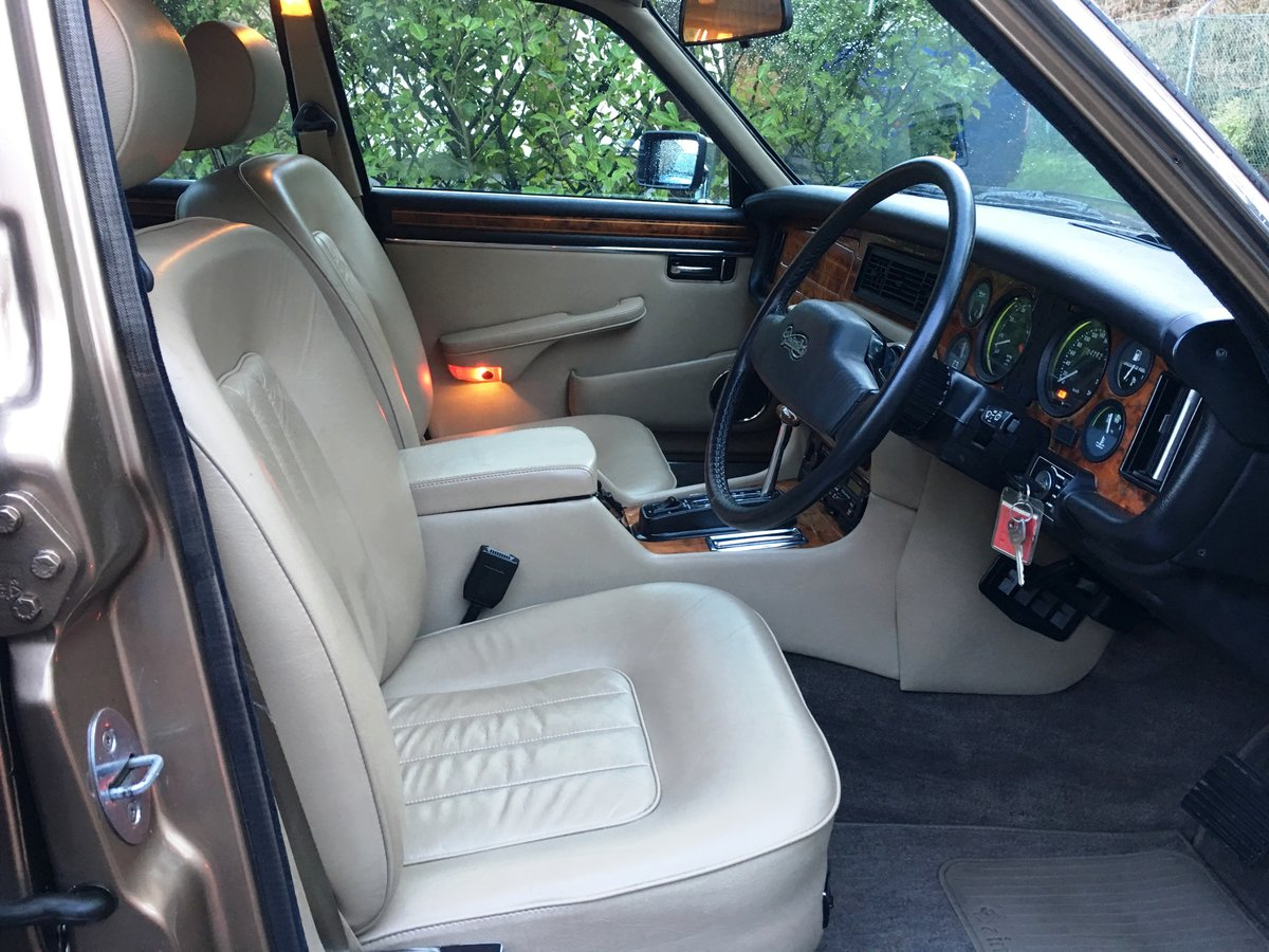 1990 Daimler Double Six 5.3 V12 | 28,000 Miles | Exceptional |  For Sale (picture 4 of 6)