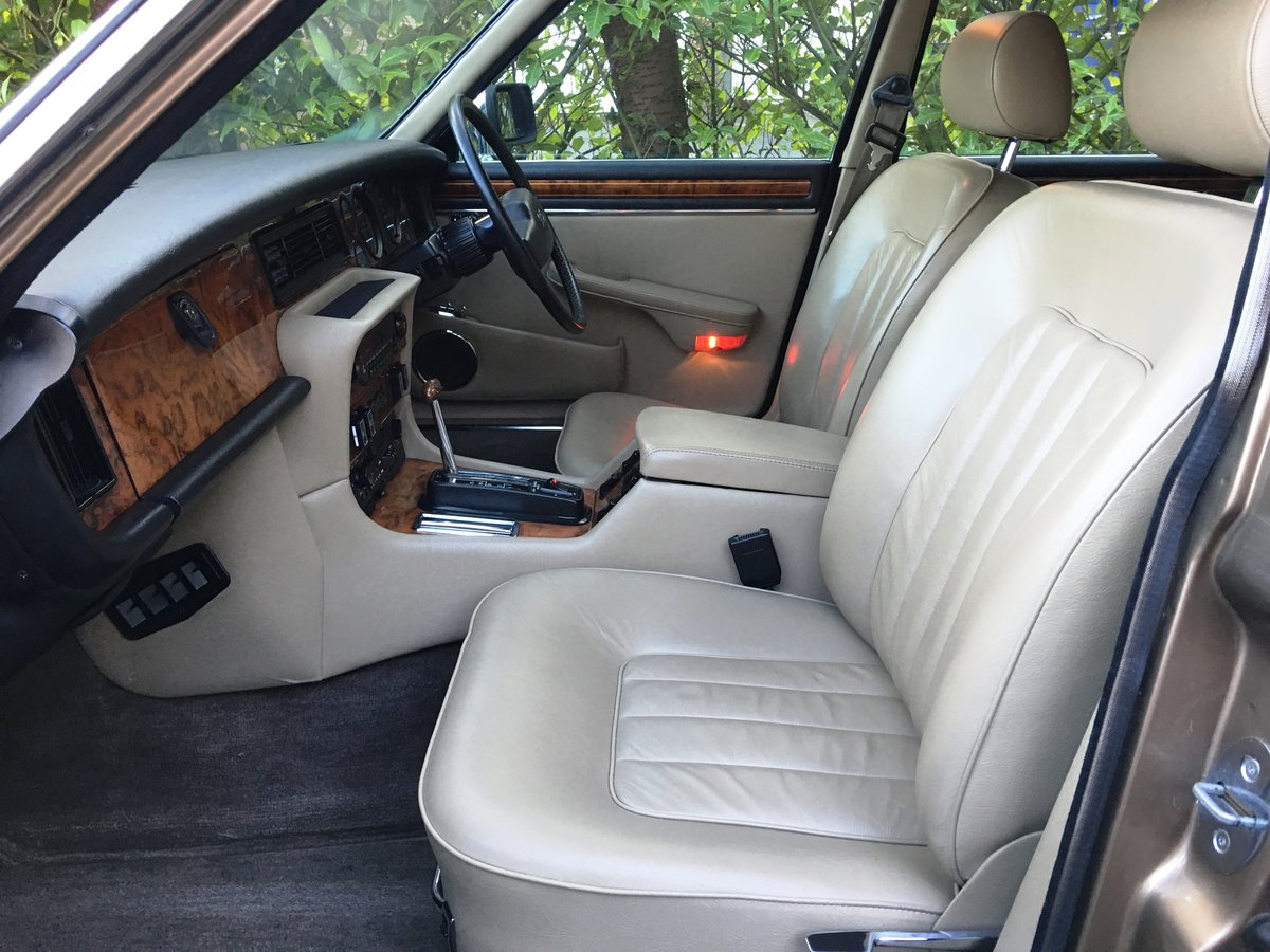 1990 Daimler Double Six 5.3 V12 | 28,000 Miles | Exceptional |  For Sale (picture 5 of 6)