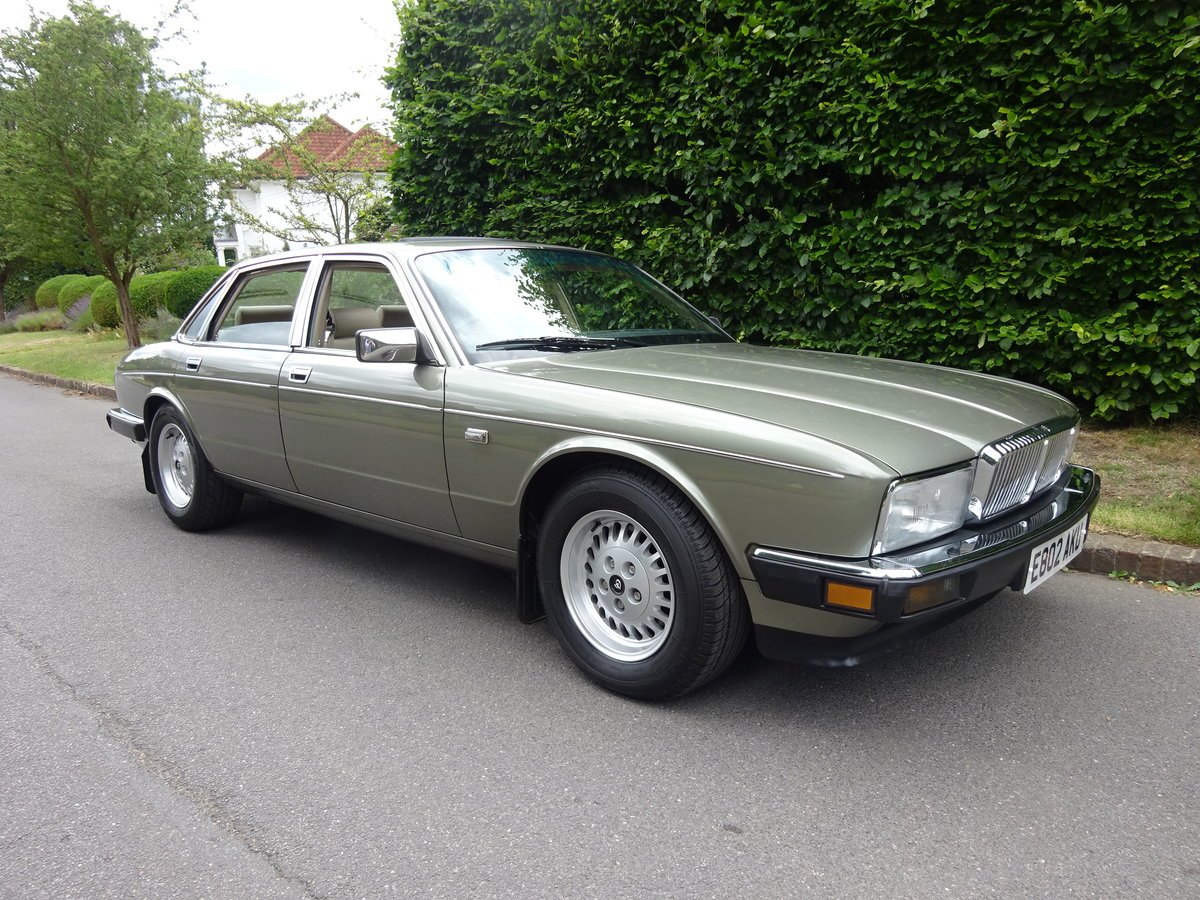 DAIMLER 3.6 Ltr (XJ40) 1988  21,000 miles only For Sale (picture 1 of 6)
