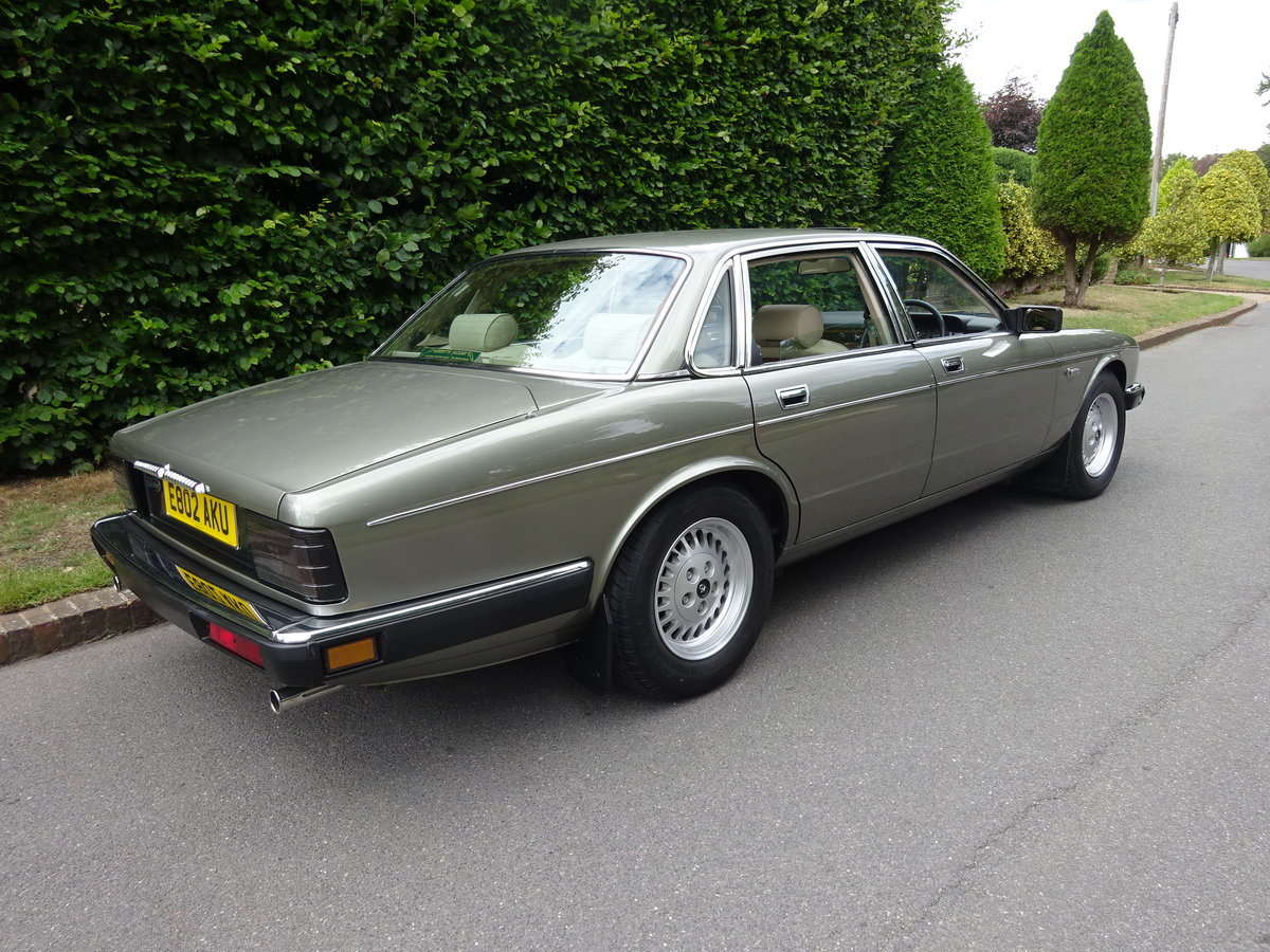 DAIMLER 3.6 Ltr (XJ40) 1988  21,000 miles only For Sale (picture 3 of 6)