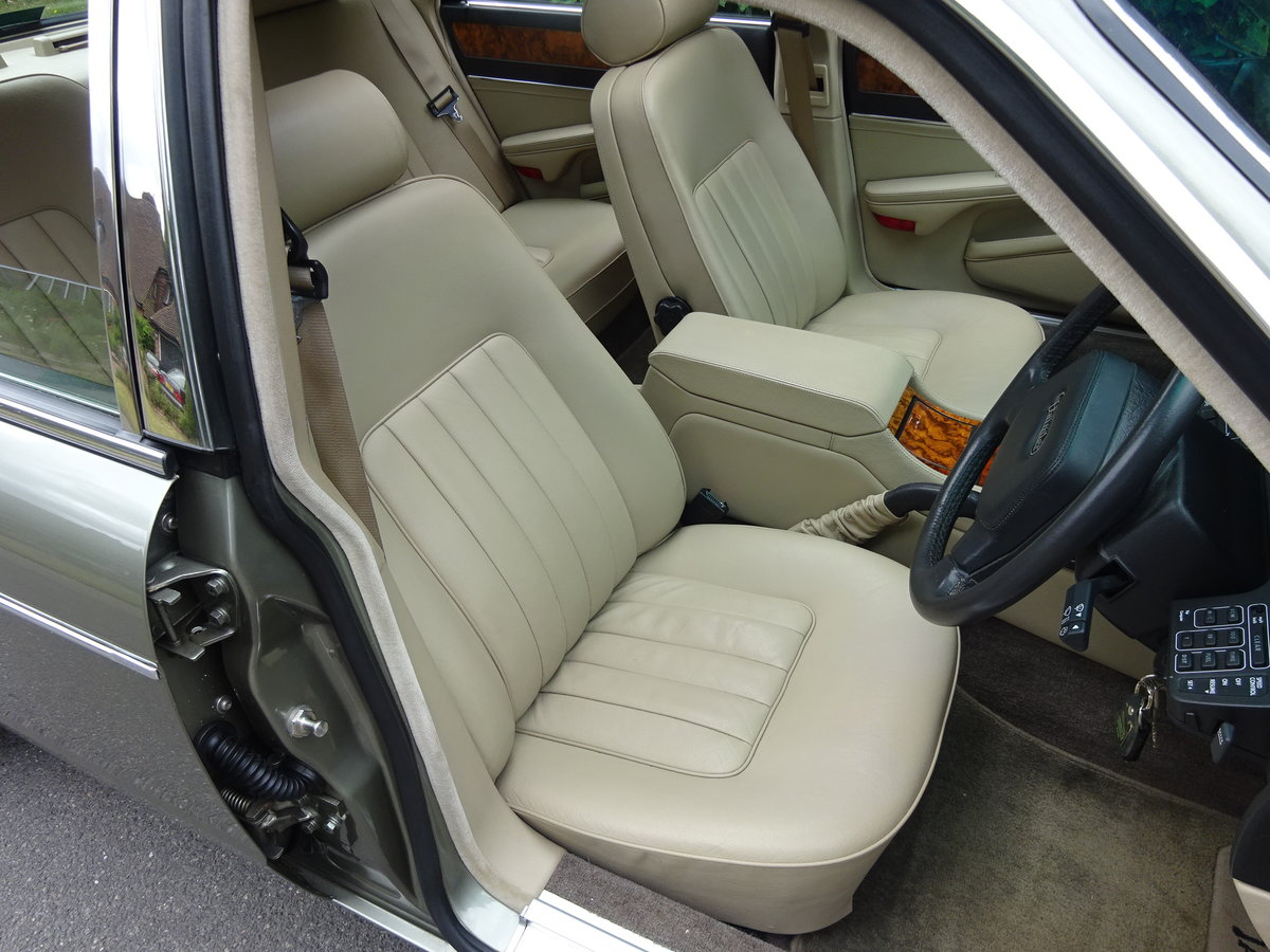 DAIMLER 3.6 Ltr (XJ40) 1988  21,000 miles only For Sale (picture 4 of 6)