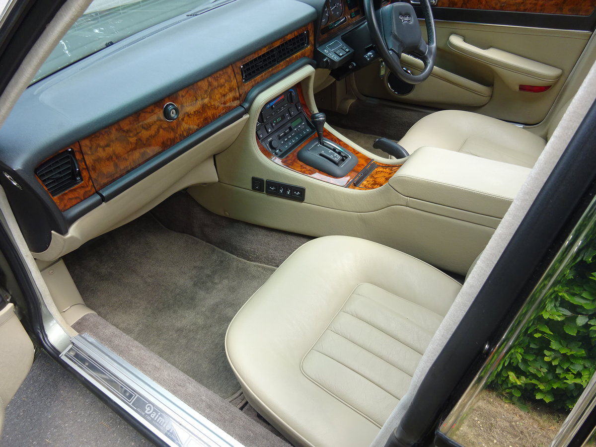 DAIMLER 3.6 Ltr (XJ40) 1988  21,000 miles only For Sale (picture 5 of 6)