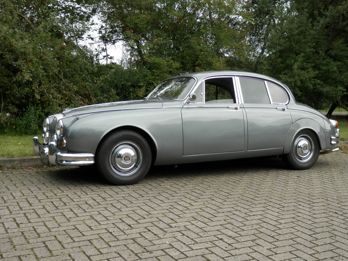 1967 Daimler V8 250 manual, overdrive (lots of history) For Sale (picture 2 of 6)