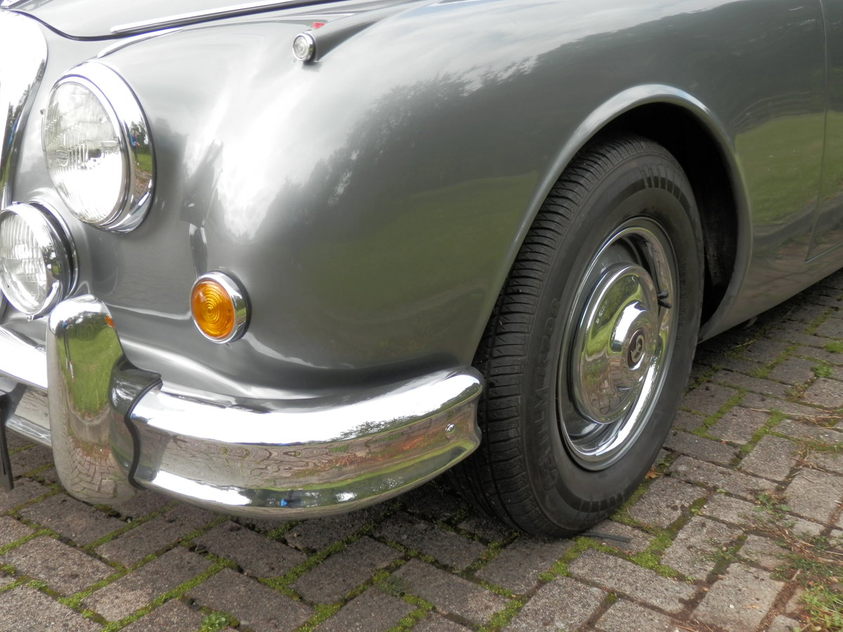 1967 Daimler V8 250 manual, overdrive (lots of history) For Sale (picture 4 of 6)