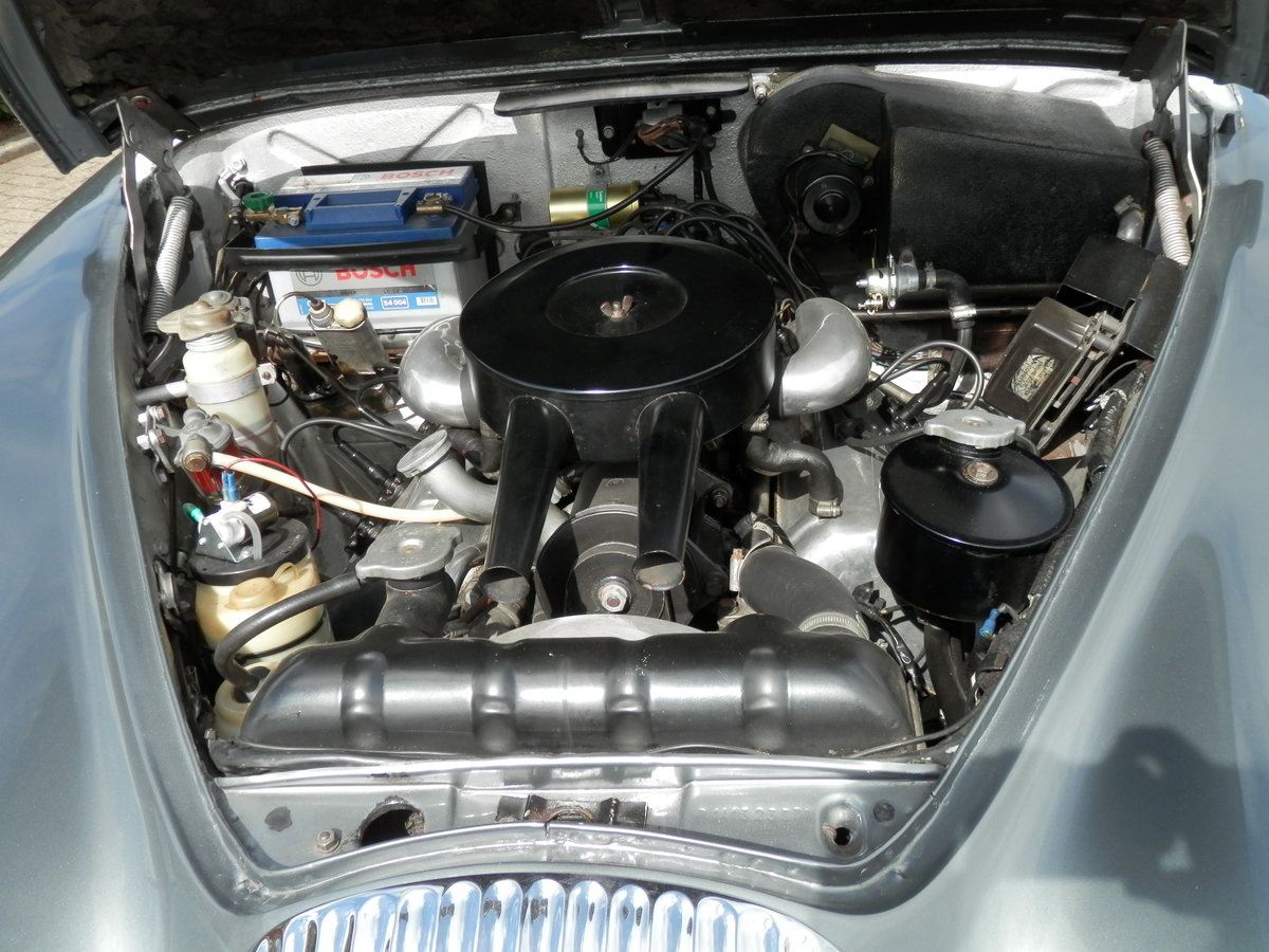 1967 Daimler V8 250 manual, overdrive (lots of history) For Sale (picture 5 of 6)