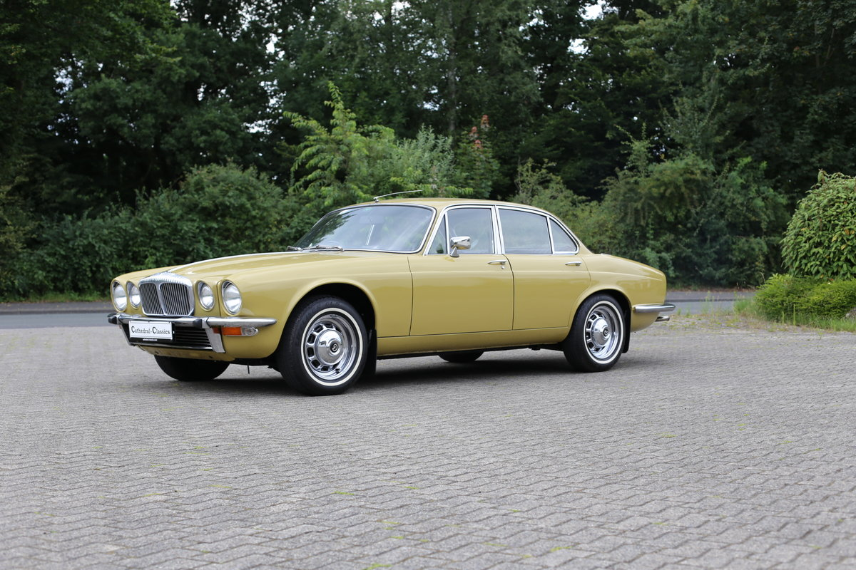 1974 Daimler Sovereign Series 2 - Only 48,000 miles !! SOLD (picture 1 of 6)