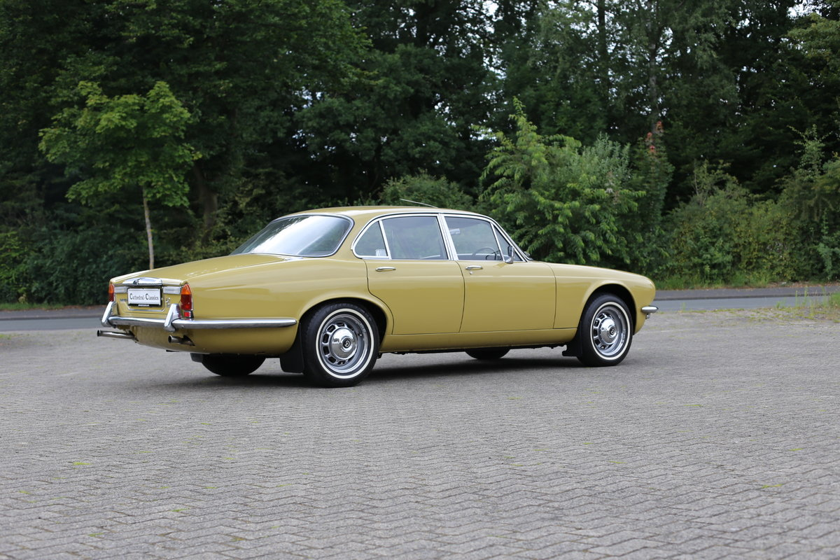 1974 Daimler Sovereign Series 2 - Low mileage superb example For Sale (picture 2 of 6)