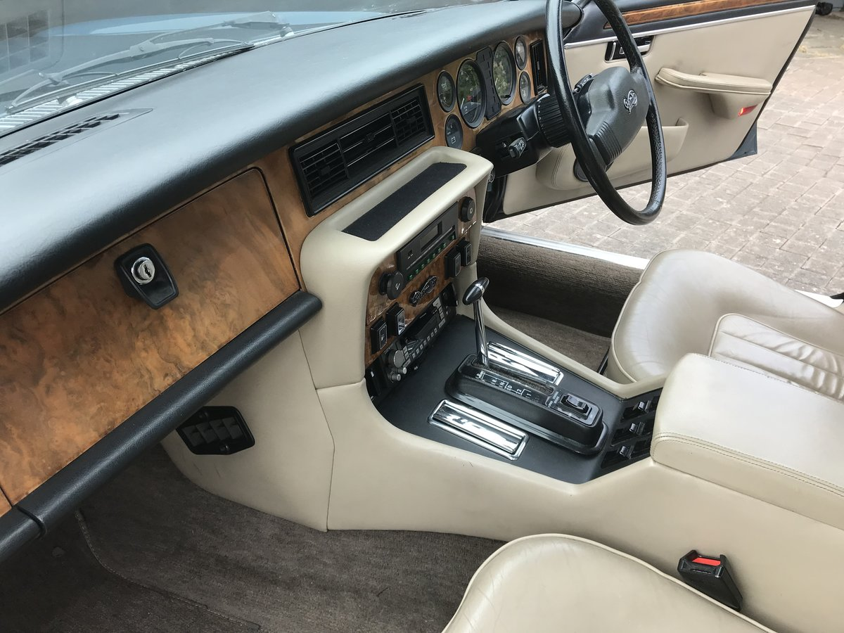 1985 Daimler Double Six 5.3 Litre V12 auto For Sale (picture 4 of 6)