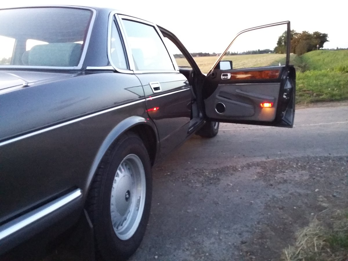 1987 Beautiful Dorchester grey Daimler xj40 SOLD (picture 2 of 6)