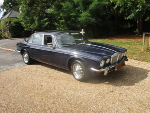 Picture of 1975 Daimler Sovereign 4.2 LWB (Manual/Overdrive) SOLD