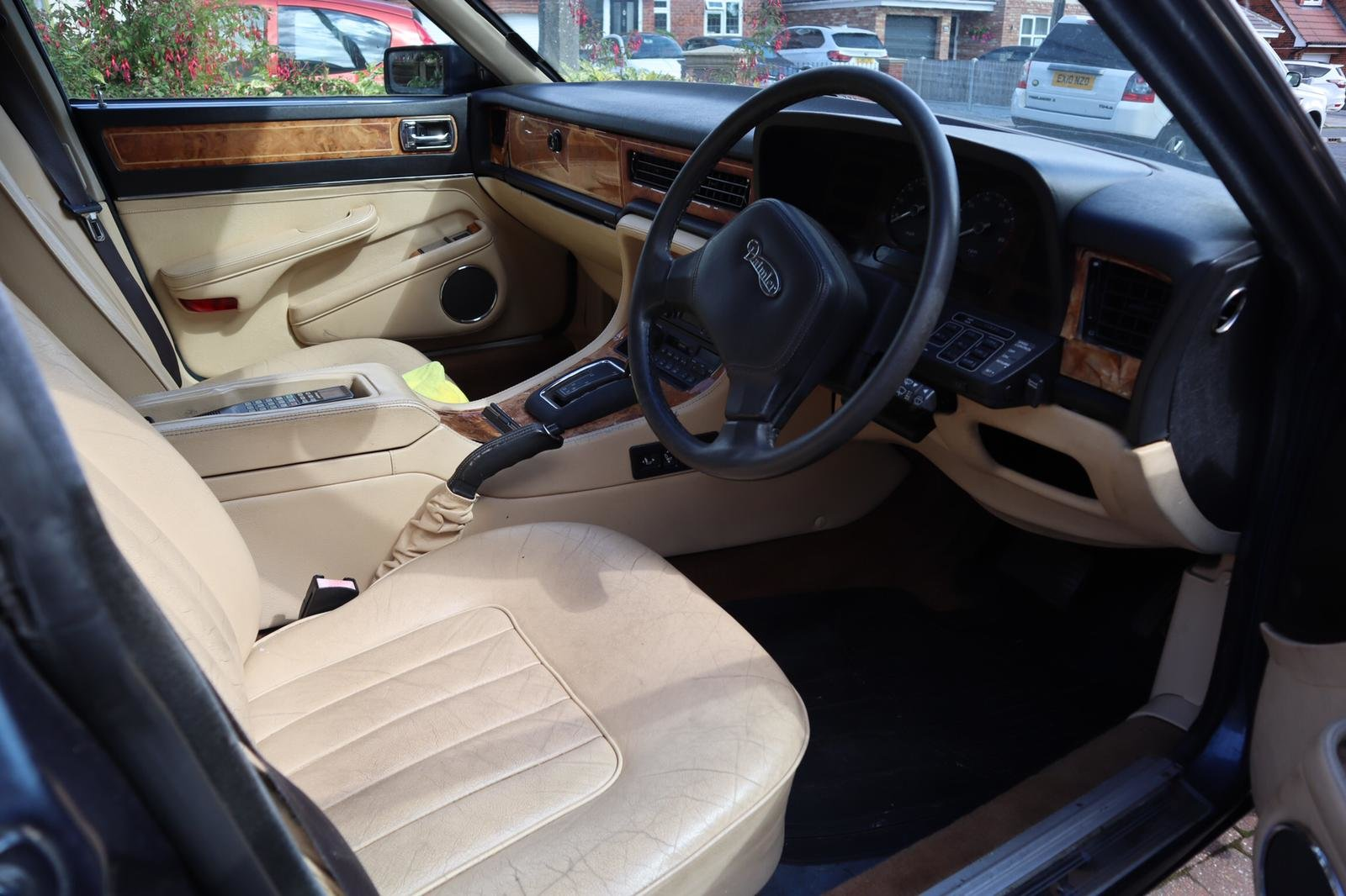 1988 XJ40  Daimler Sovereign (1 Owner from New) For Sale (picture 2 of 5)