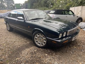 Picture of Daimler Super V8 2001 with 65k miles totally rust free
