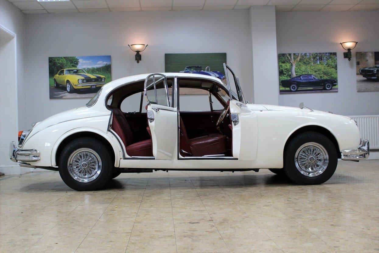 1968 Daimler 250 V8 Manual O/D | £40K Restoration & 1 Owner SOLD (picture 3 of 25)