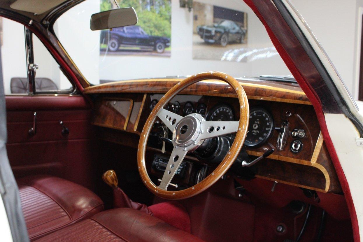 1968 Daimler 250 V8 Manual O/D | £40K Restoration & 1 Owner SOLD (picture 5 of 25)