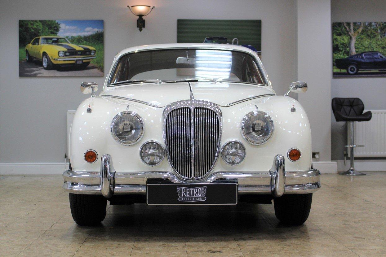 1968 Daimler 250 V8 Manual O/D | £40K Restoration & 1 Owner SOLD (picture 6 of 25)