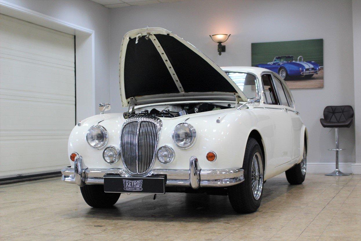 1968 Daimler 250 V8 Manual O/D | £40K Restoration & 1 Owner SOLD (picture 7 of 25)