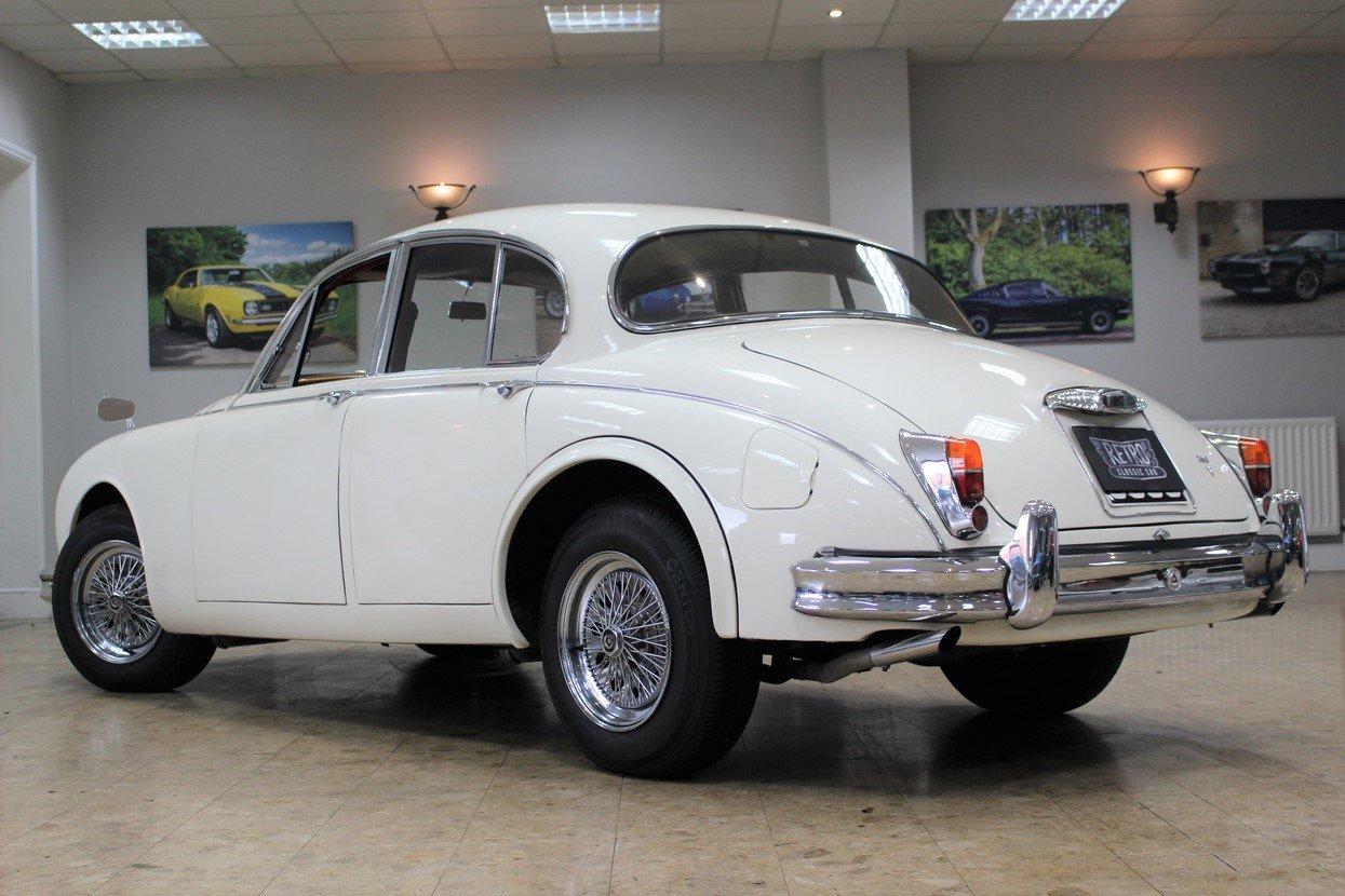 1968 Daimler 250 V8 Manual O/D | £40K Restoration & 1 Owner SOLD (picture 9 of 25)