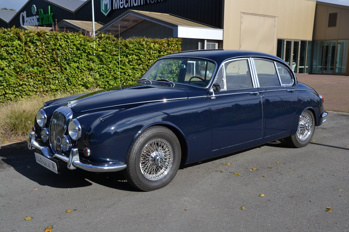 1968 (1143) Daimler V8 250 For Sale (picture 1 of 6)