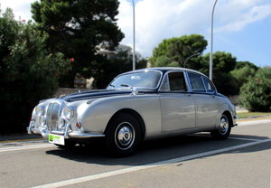 Picture of 1969 JAGUAR DAIMLER 250 V8 RHD AUT. () RESTORED IN 2000