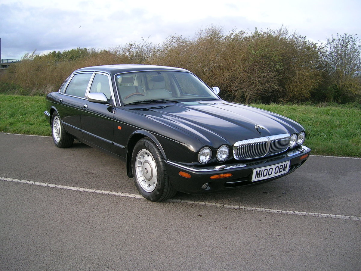 1998 Daimler XJ Series 4.0 V8 Automatic LWB For Sale (picture 2 of 6)
