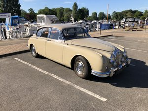 Daimler 250 V8 with MOT