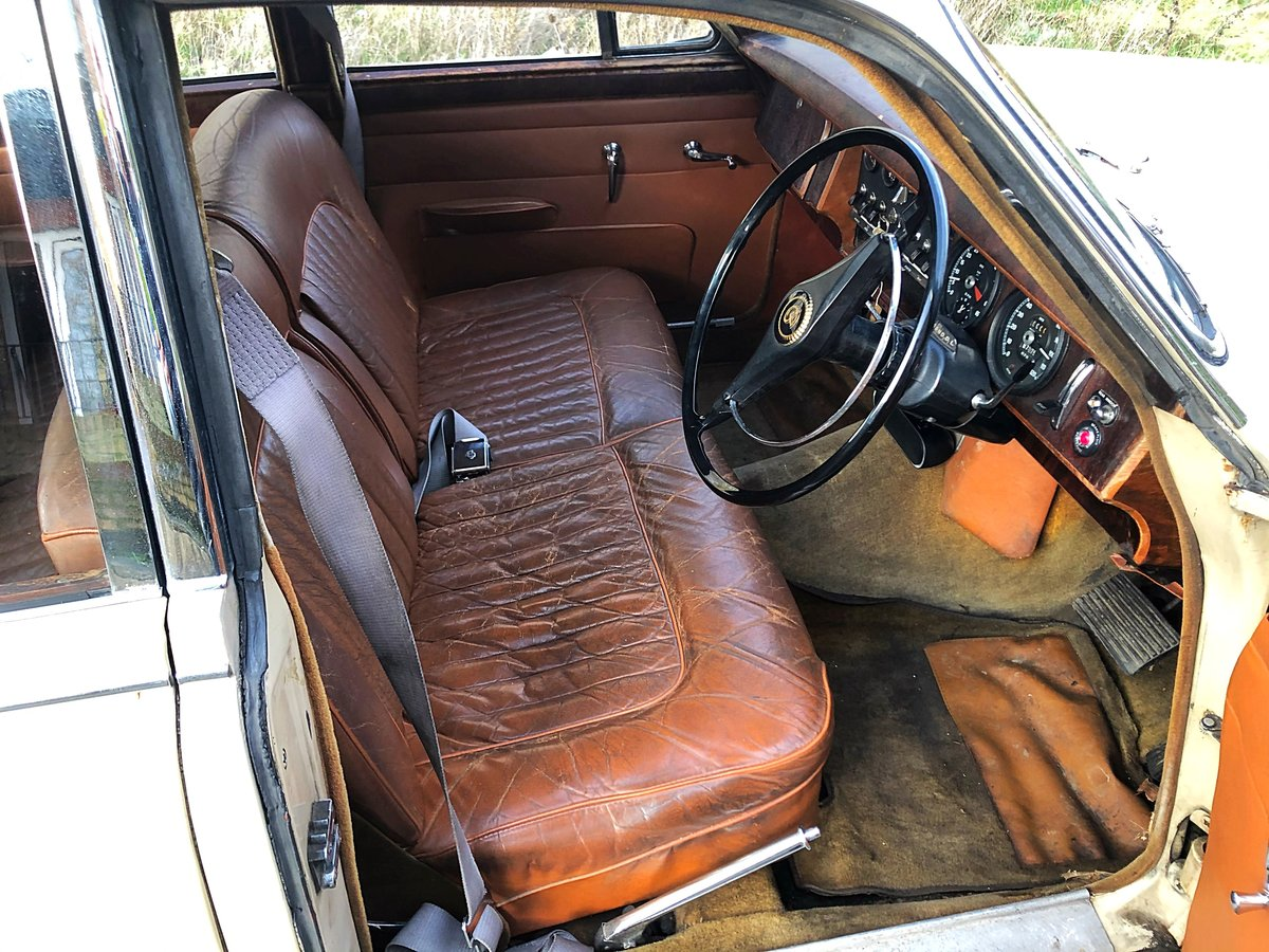 1967 Daimler 250 V8 with MOT For Sale (picture 5 of 6)