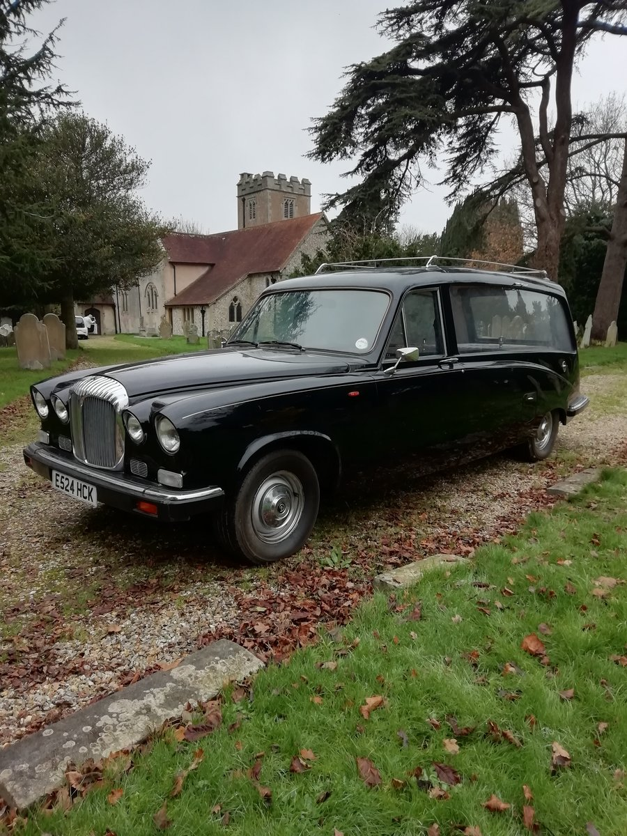 1987 Daimler DS420 Hearse (rare 6 bearer seats) For Sale (picture 1 of 6)