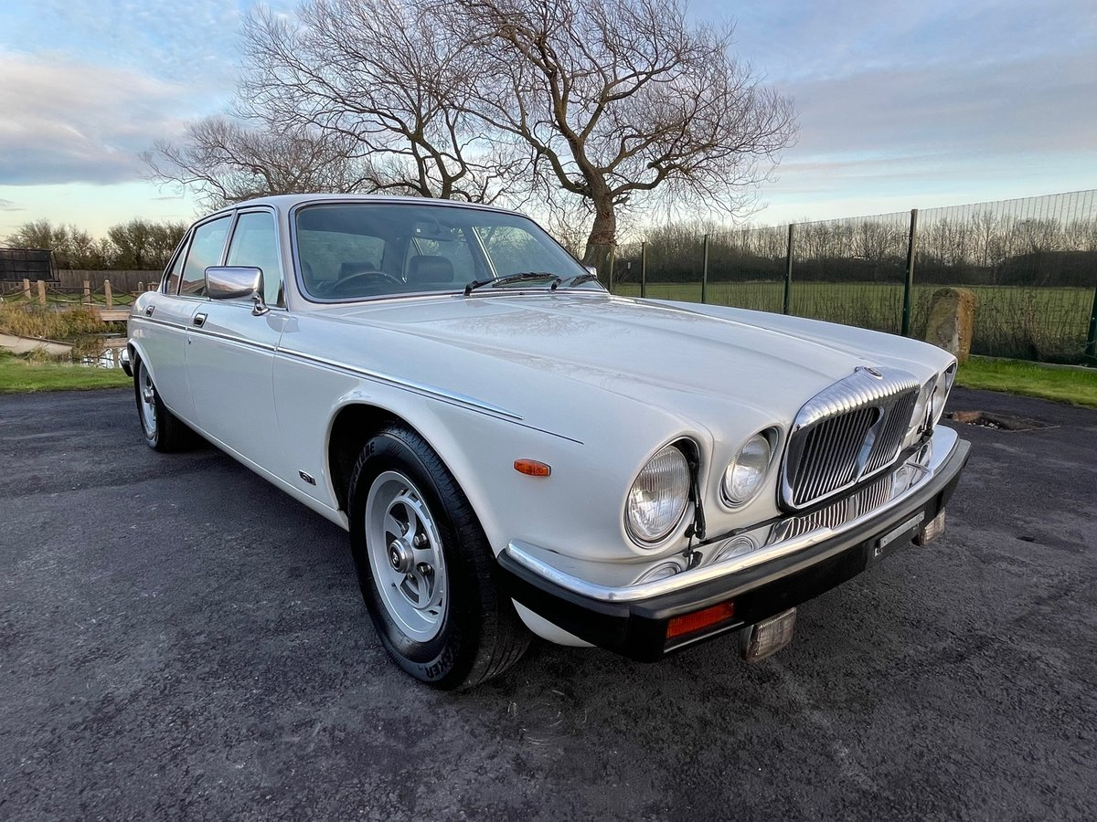 1992 DAIMLER DOUBLE SIX 5.3 SERIES 3 V12 AUTO * ONLY 55000 MILES  For Sale (picture 1 of 6)