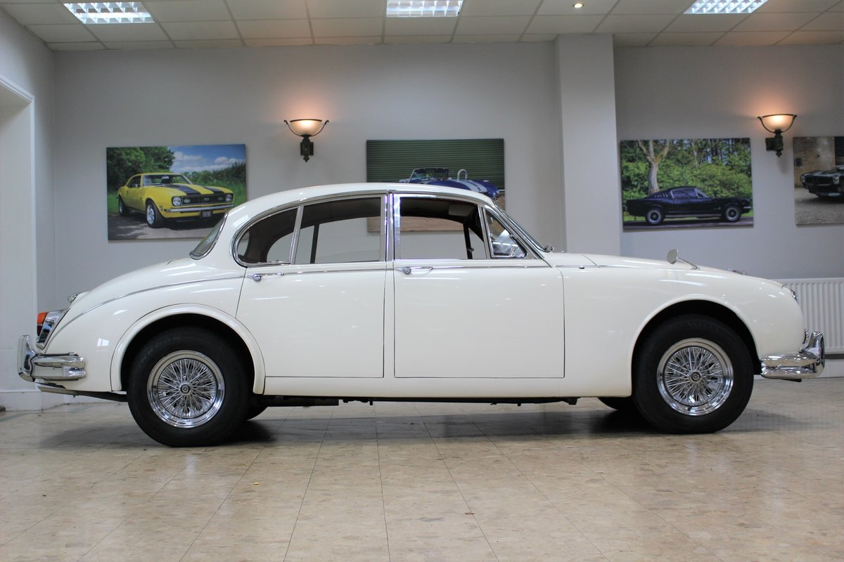 1968 Daimler 250 V8 Manual O/D | £40K Restoration & 1 Owner SOLD (picture 11 of 25)
