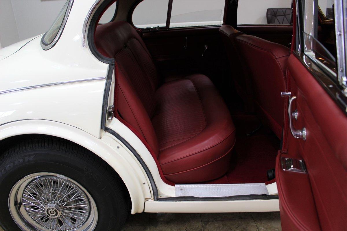 1968 Daimler 250 V8 Manual O/D | £40K Restoration & 1 Owner SOLD (picture 12 of 25)