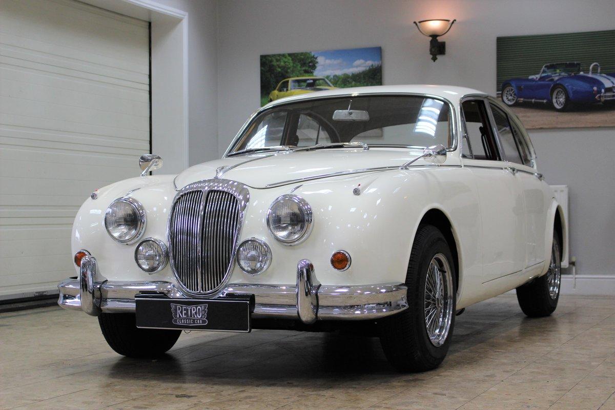 1968 Daimler 250 V8 Manual O/D | £40K Restoration & 1 Owner SOLD (picture 15 of 25)