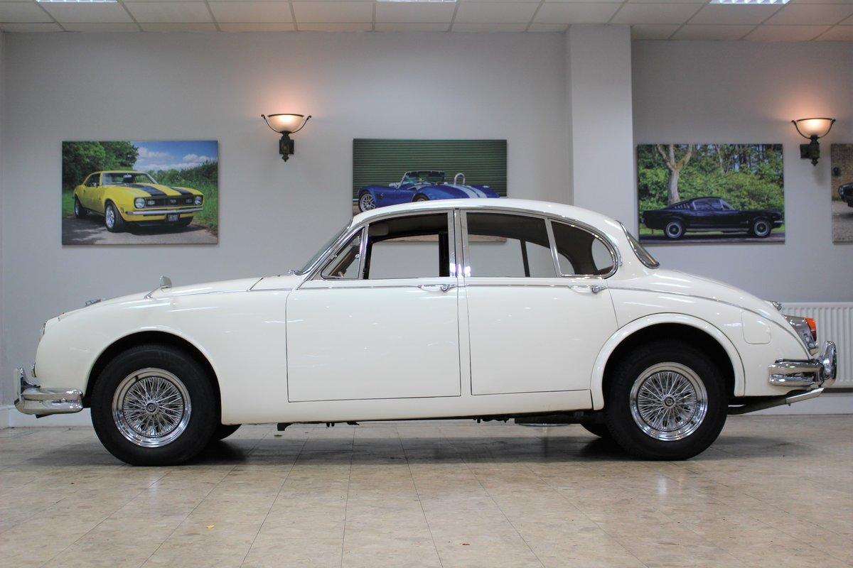 1968 Daimler 250 V8 Manual O/D | £40K Restoration & 1 Owner SOLD (picture 16 of 25)