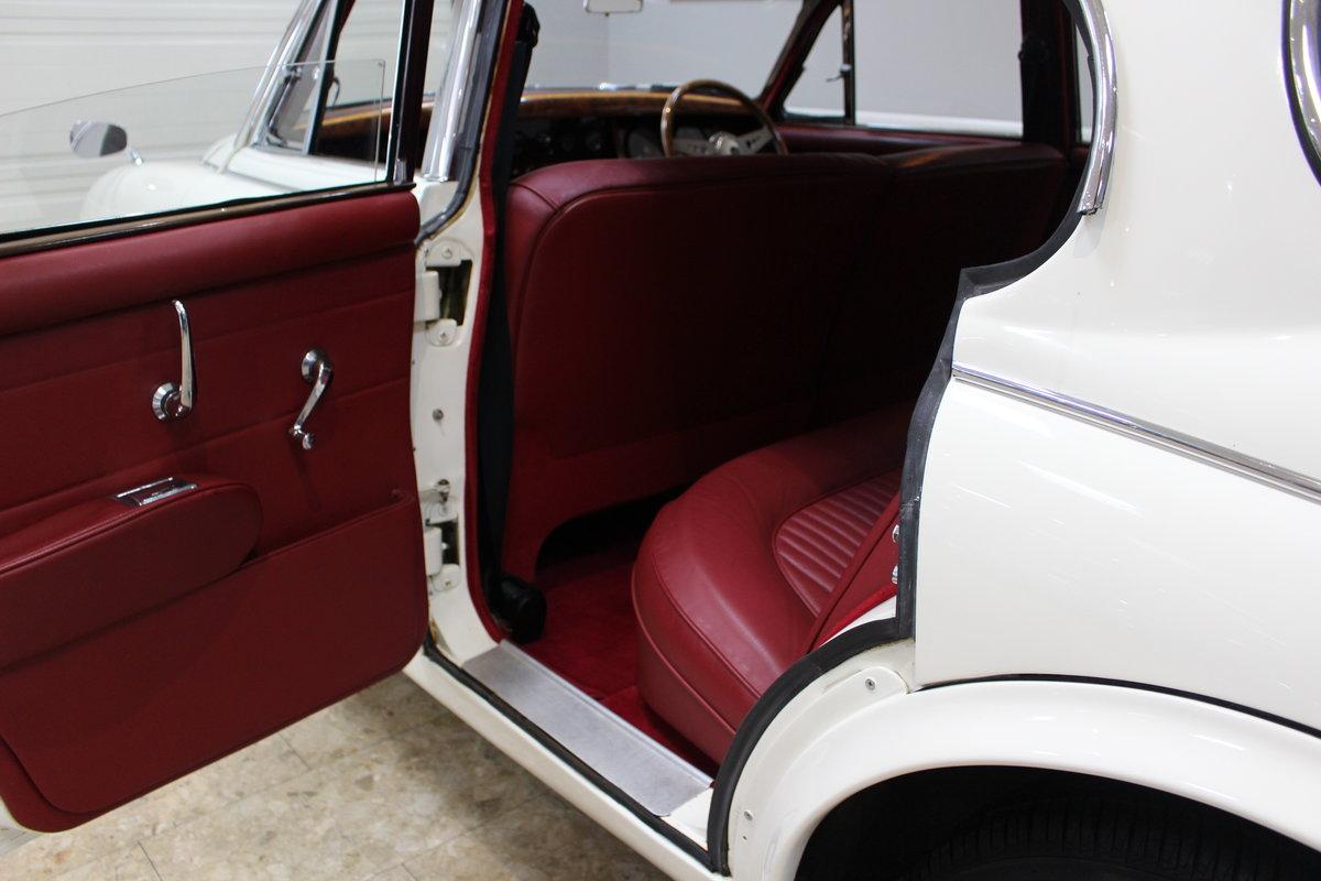 1968 Daimler 250 V8 Manual O/D | £40K Restoration & 1 Owner SOLD (picture 17 of 25)