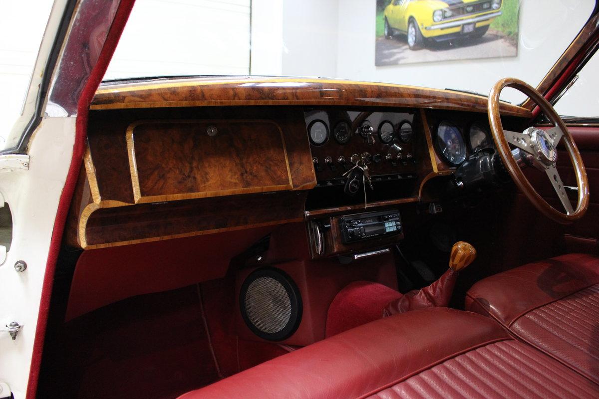 1968 Daimler 250 V8 Manual O/D | £40K Restoration & 1 Owner SOLD (picture 19 of 25)
