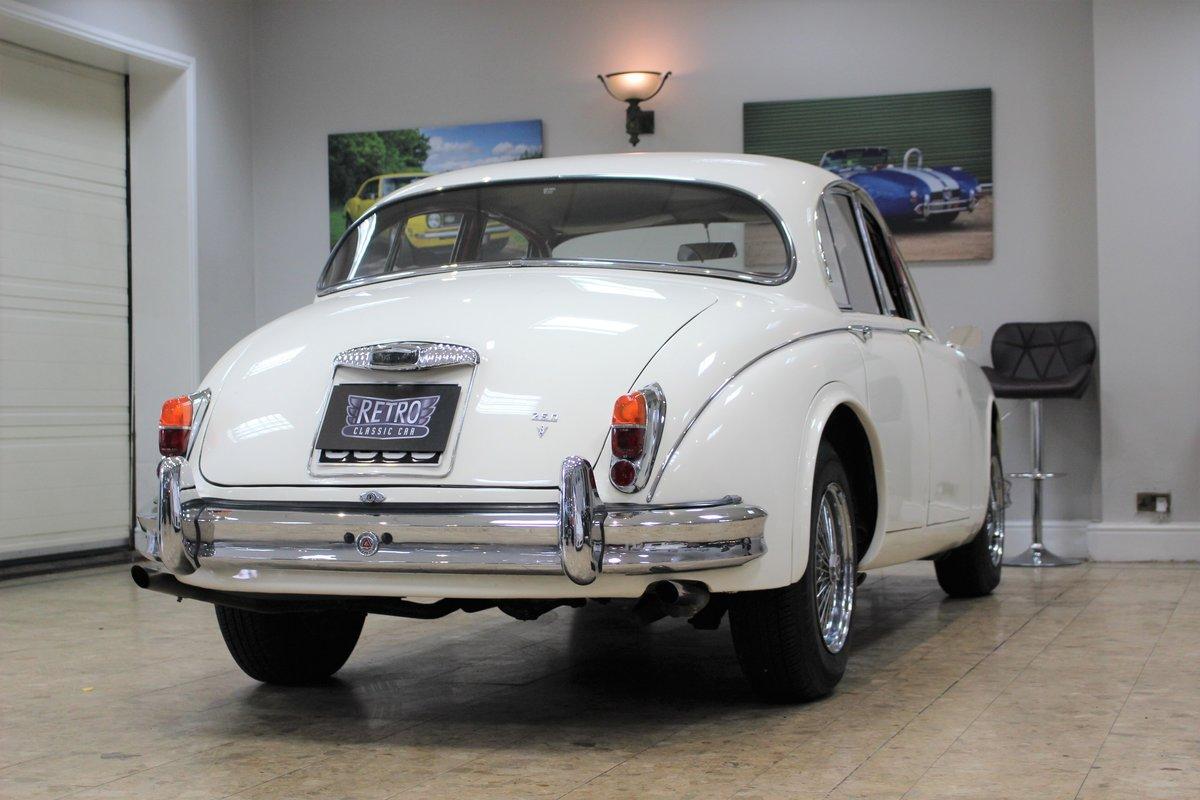 1968 Daimler 250 V8 Manual O/D | £40K Restoration & 1 Owner SOLD (picture 20 of 25)
