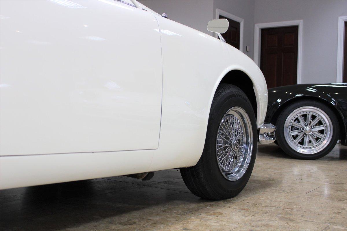1968 Daimler 250 V8 Manual O/D | £40K Restoration & 1 Owner SOLD (picture 24 of 25)