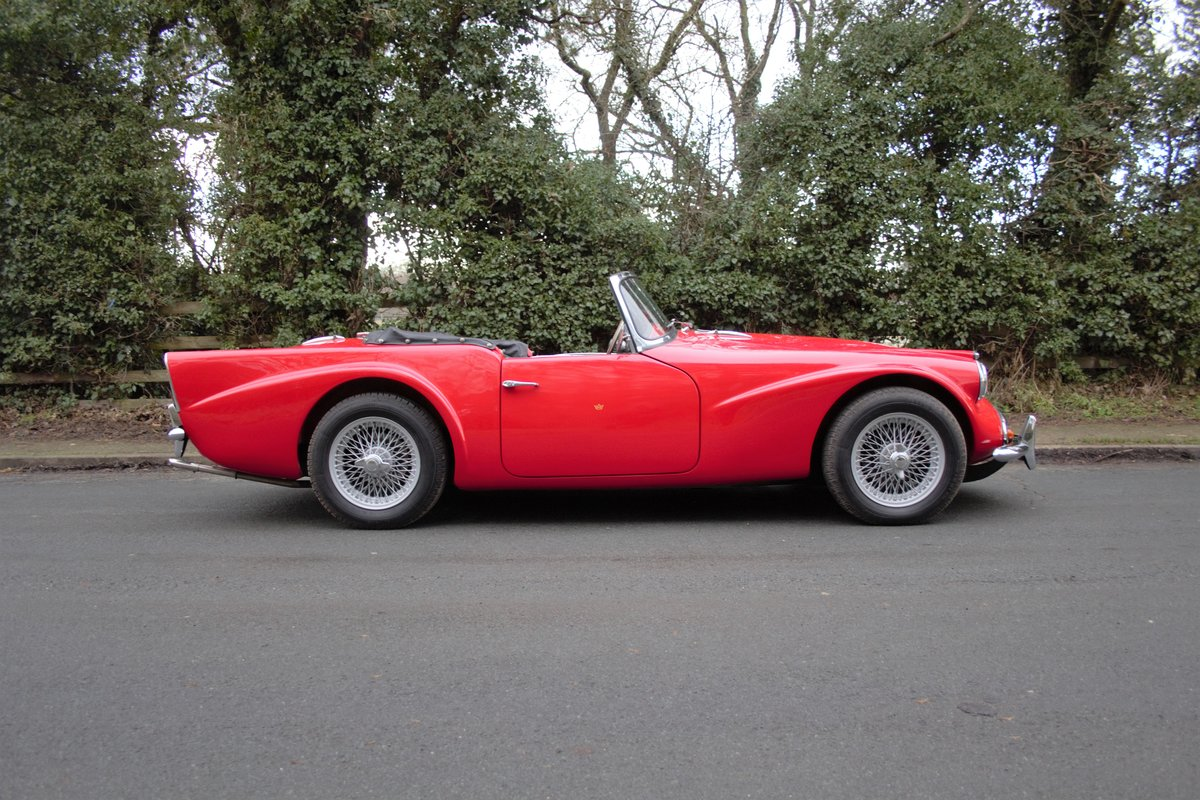 1963 Daimler Dart - Ex Royal Family + Prominent Journalist's Car For Sale (picture 7 of 17)