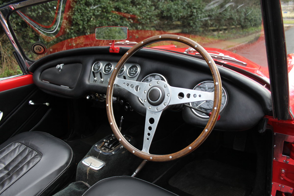 1963 Daimler Dart - Ex Royal Family + Prominent Journalist's Car For Sale (picture 8 of 17)
