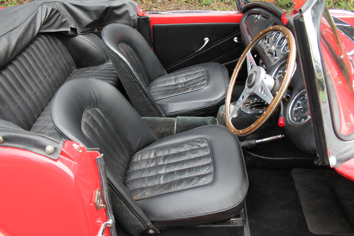 1963 Daimler Dart - Ex Royal Family + Prominent Journalist's Car For Sale (picture 9 of 17)